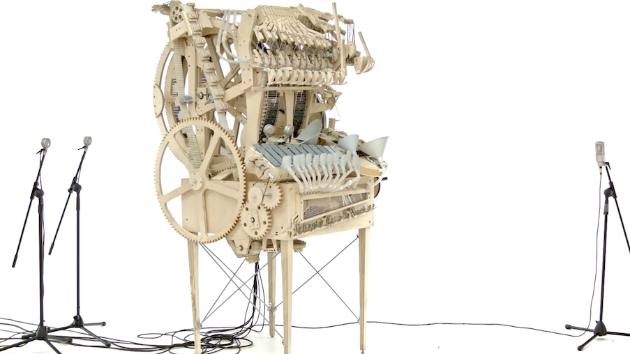 牛人发明超级乐器,用2000颗弹珠演奏8种乐器